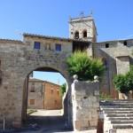 Arco Conjuradero de Villegas, por delante de la Iglesia de Santa Eugenia. (30-06-2017)