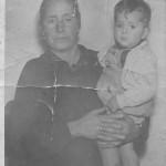 En brazos de la abuela