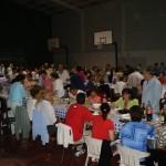 Cena en el polideportivo